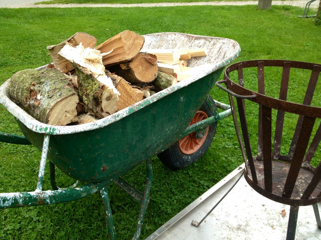 Kruiwagen met hout